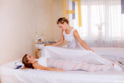 Okład miodowy na odchudzanie: przepisy w domu z miodem, musztardą i solą
