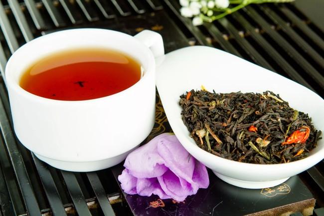 mieszanka zielonej i czarnej herbaty
