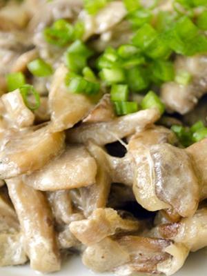 Pieczarki ze śmietaną: zdjęcia i przepisy na potrawy grzybowe w piekarniku