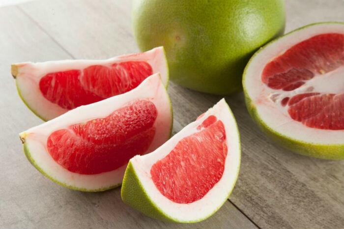 Owoce cytrusowe - pomelo. Plusy i minusy korzystania z produktu, a także jak wybrać właściwy