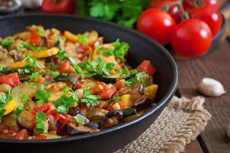 Jak gotować ratatouille z wołowiną na patelni - przepisy kulinarne