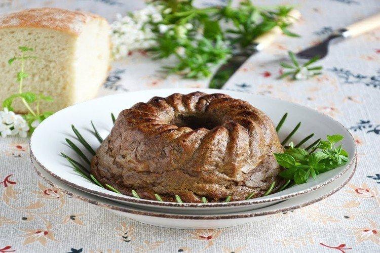 Ciasto wątróbkowe z rumem i rodzynkami - przepisy kulinarne