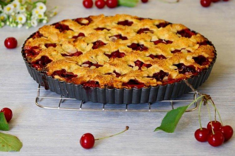 Ciasto z twarogiem wiśniowym - przepisy kulinarne