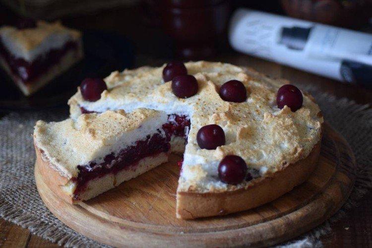 Ciasto wiśniowo-bezowe - przepisy kulinarne