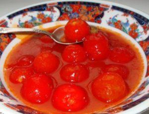 Pomidory w soku pomidorowym na zimę